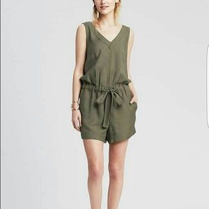 Banana Republic V-Neck Jolie Jumper Romper Size 2